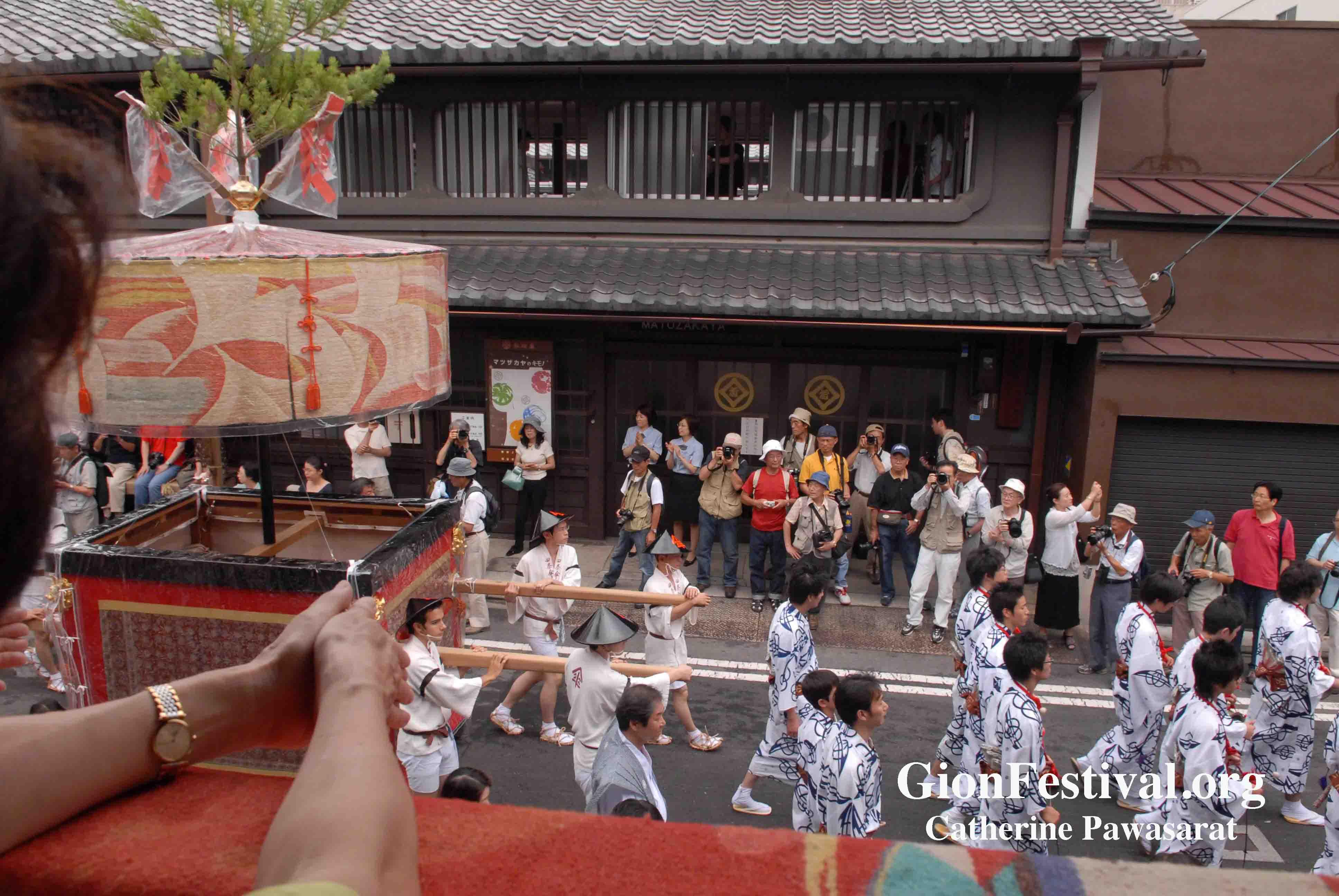 shijo kasa boko procession machiya townhouse matsuzakaya gion festival kyoto japan